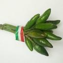 Chili paprika, Gyümölcs, zöldség, Zöld chili paprika egyedi, díszes csokorba kötve. Fajta: Etna Erősség:35-55000 SHU 10-20-30 db-..., Ízporta
