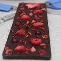 Gyümölcsös táblás csoki, Édességek, Mi lehetne annál finomabb,mint mikor az étcsoki találkozik az áfonya-eper-málna kombinációjá..., Ízporta