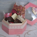 Rózsás ajándékdoboz, Kulinária (Ízporta), Lekvár, Fűszer, A legkedvesebb ajándék, amelyet a szerelmesednek és a mamádnak is adhatsz! Kopott rózsaszínre ..., Ízporta