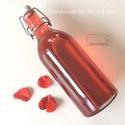Rózsaszörp - különleges alkalmakra retro üvegben, Szörp, Saját kertemben termett piros rózsából készítettem ezt a gyönyörű rózsaszörpöt. Édessé..., Ízporta
