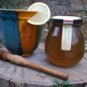 Gyógynövényes méz - Menta, Kulinária (Ízporta), Méz, Édességek, A technológia lényege, hogy a gyógynövények nyersen kerülnek bele a mézbe, így az alkotó el..., Ízporta